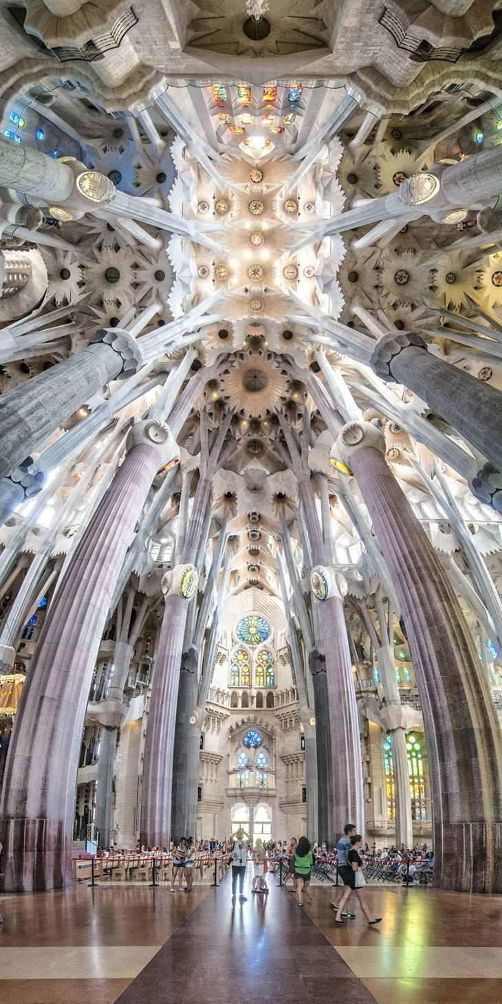 תמונות פנורמה אנכיות של סטודיו fzero: כנסיית סגרדה פמיליה, ברצלונה, ספרד