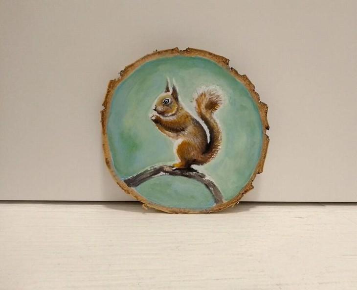 יצירות על פרוסות עץ של פטריציה פרושינסקיה: סנאי