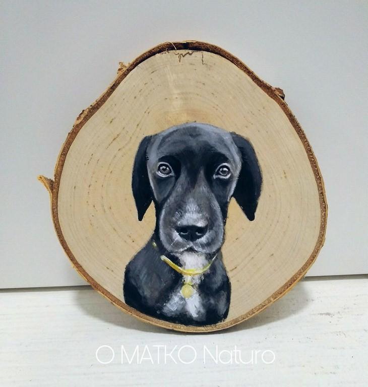 יצירות על פרוסות עץ של פטריציה פרושינסקיה: כלב