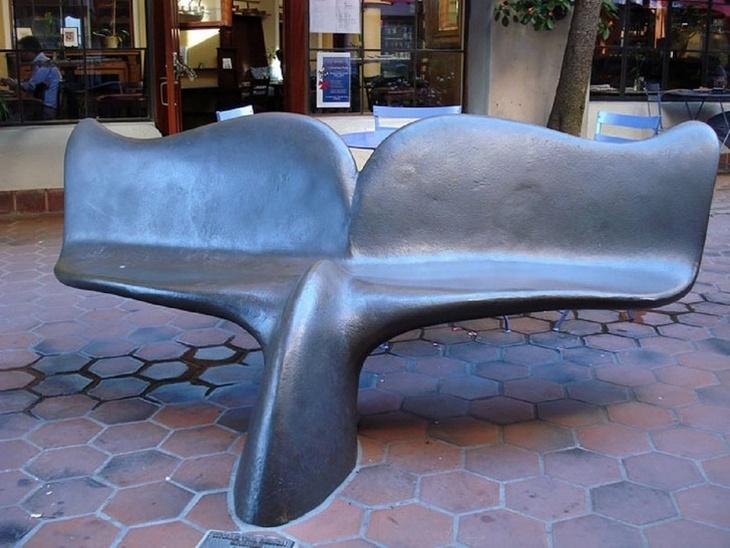 18 ספסלים יצירתיים: זנב לויתן