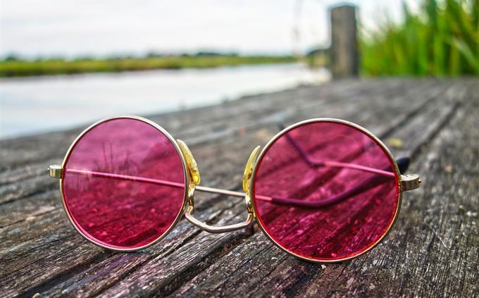 בחן את עצמך: משקפי שמש על המזח