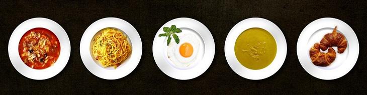תיקון טעויות במטבח: 5 צלחות עם סוגי מזון שונים