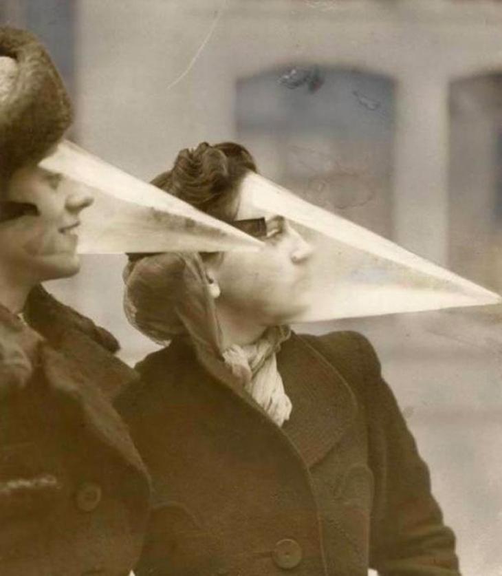 תמונות היסטוריות: נשים קנדיות חובשות מסכת מגן לפנים כנגד סופות שלג