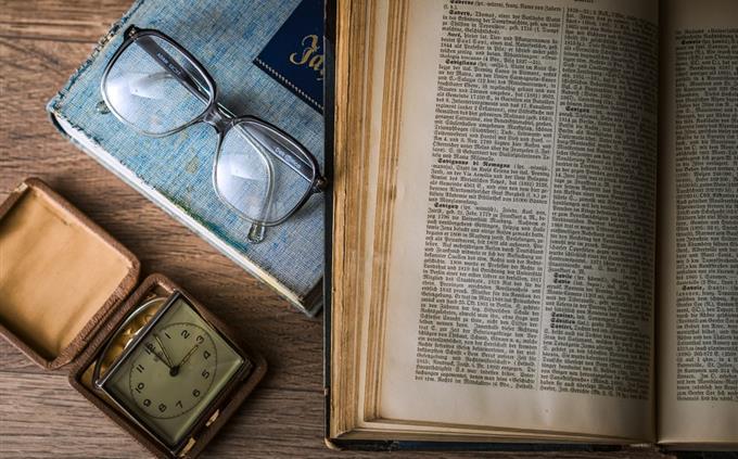 מבחן שפות זרות: ספר פתוח ומשקפיים