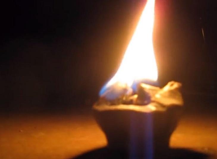 11 שימושים נוספים לנרות: נר בוער