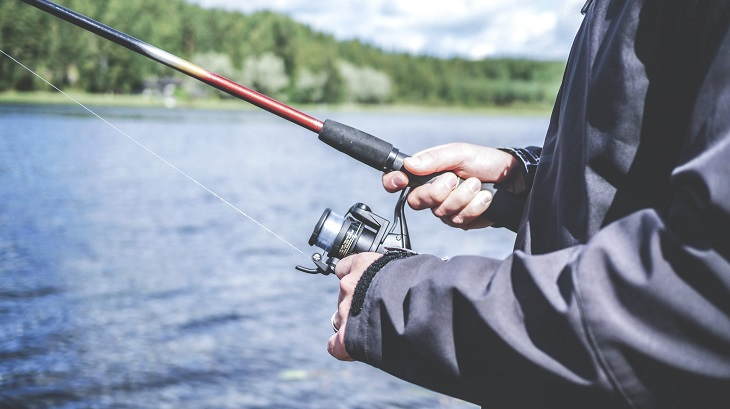 ציפיות מחיי נישואים: גבר דג עם חכה
