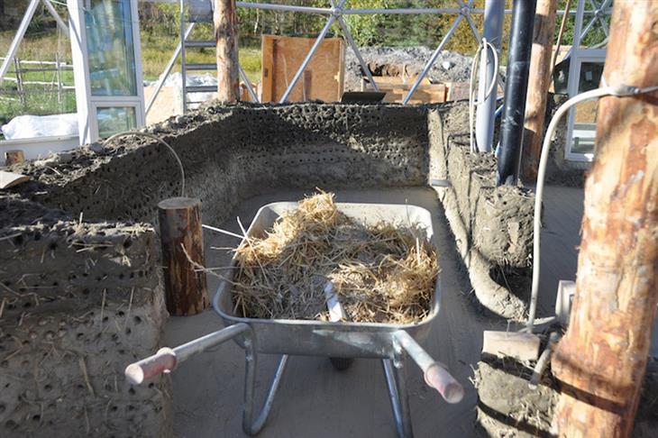 המשפחה שחיה בבית איגלו: בניית בית האיגלו