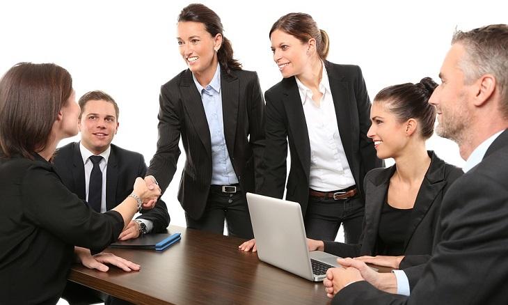ערכים מזויפים של החברה המודרנית: פגישת עסקים