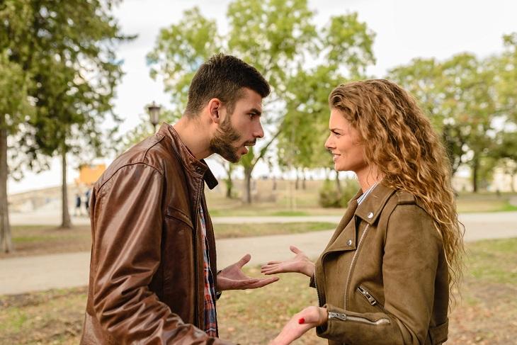 מצבים שצריכים להיות נחושים בשביל המשפחה: זוג מתווכח