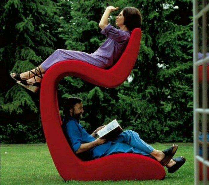 רהיטים מיוחדים: כיסא קומתיים לזוג