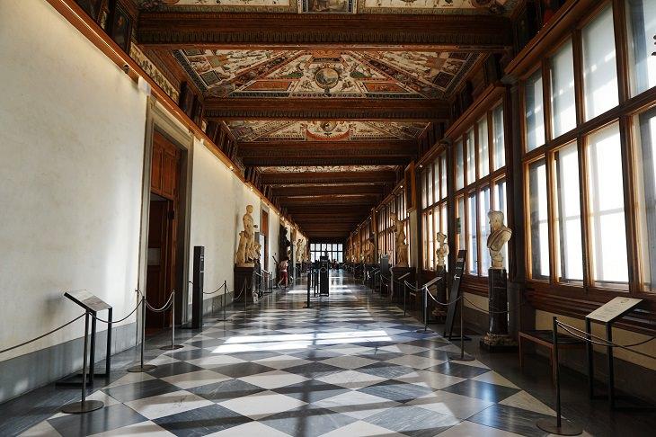 אטרקציות ויעדים בפירנצה: פנים גלריית אופיצי