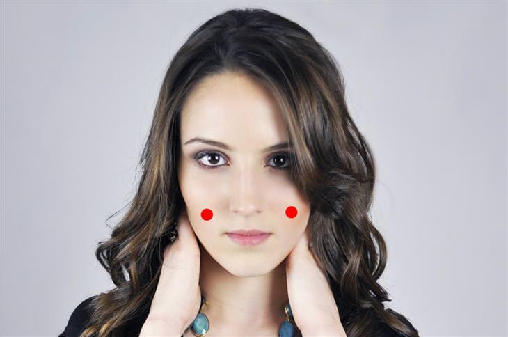 נקודות לחיצה לטיפול בכאבי שיניים: SI-18