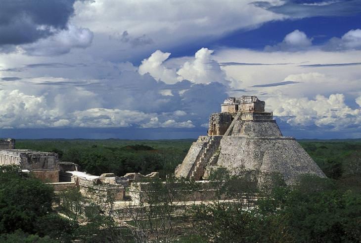 חורבות של תרבות המאיה: אושמאל