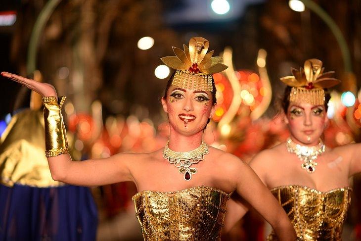 אירועי פורים 2018: רקדניות מחופשות בתהלוכה