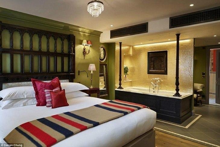 חדרי מקלחת מיוחדים בבתי מלון: חדר במלון זטר טאון האוס