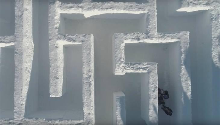 מבוך שלג ענק בעולם השלג בפולין: מבויים סתומים במבוך השלג