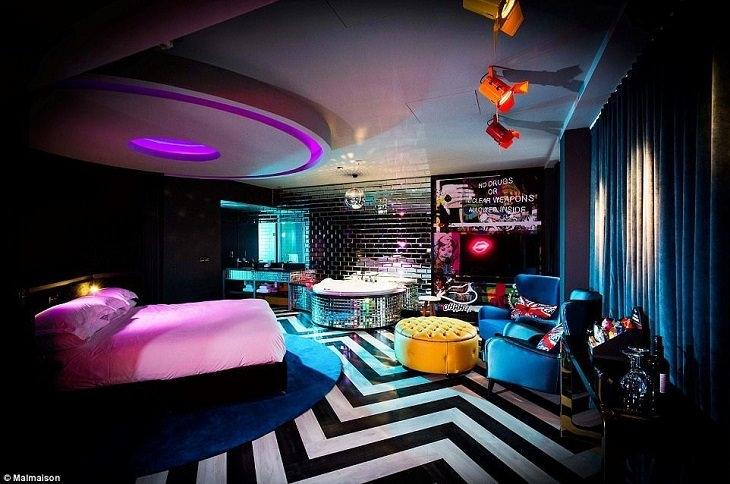 חדרי מקלחת מיוחדים בבתי מלון: חדר במלון מאלמייזון, לונדון