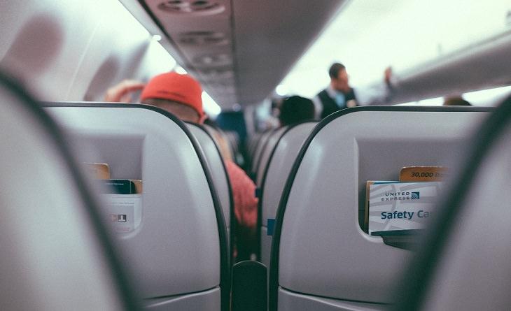 מדריך לטיסות לואו קוסט: דייל ותא נוסעים מלא על מטוס