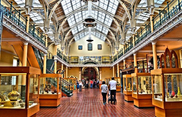 אטרקציות בברמינגהאם: מוזיאון וגלריית האמנות של ברמינגהאם