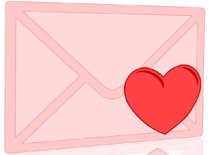 בדיחה על איש ששולח 500 מכתבי אהבה: מעטפה ורודה עם לב
