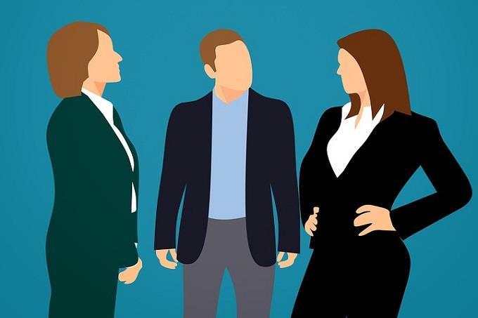 מבחן אישיות: איור של שתי נשים וגבר בלבוש עסקי