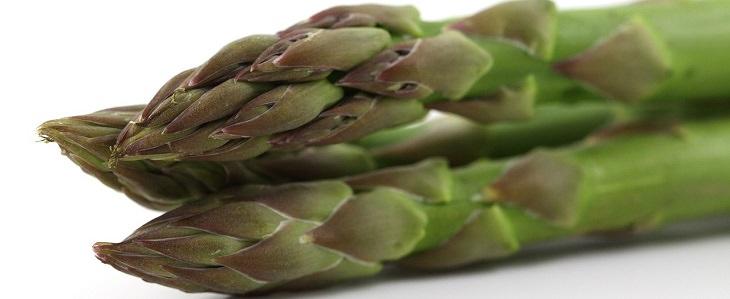 מזונות שמשפיעים על ריח הגוף: אספרגוס