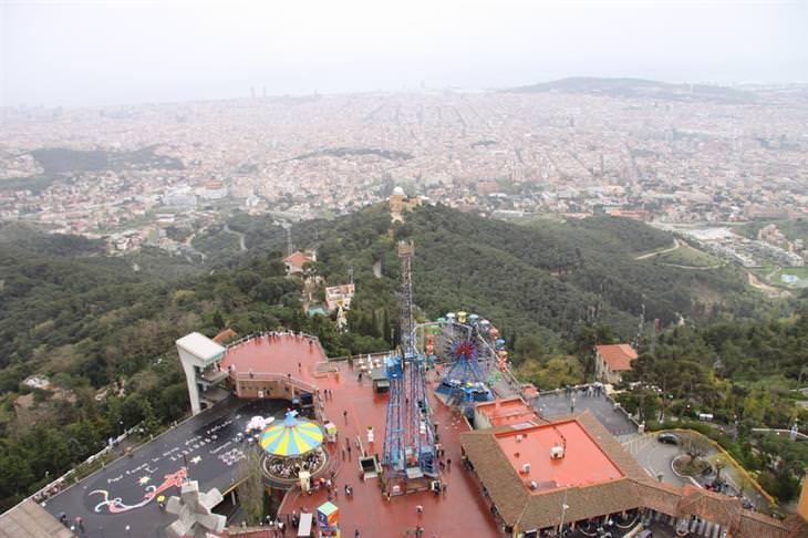 אטרקציות בברצלונה לכל המשפחה: הנוף מפארק השעשועים טיבידבו
