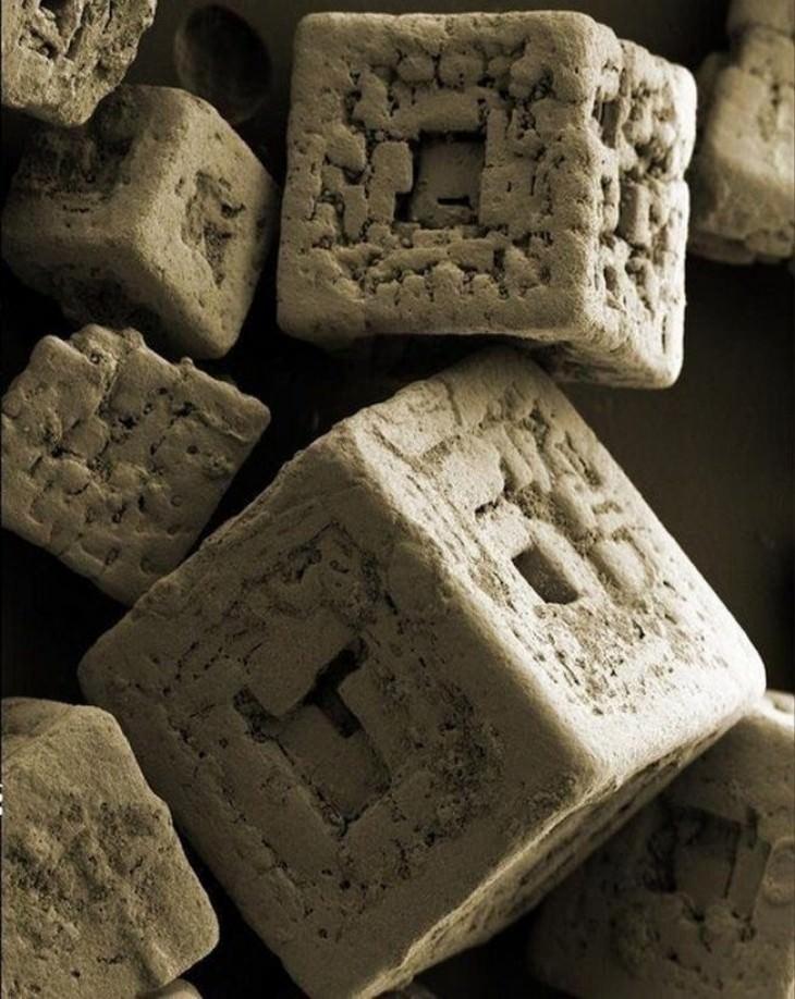 שלמות טבעית מדהימה:  גבישי מלח מתחת לעדשת המיקרוסקופ
