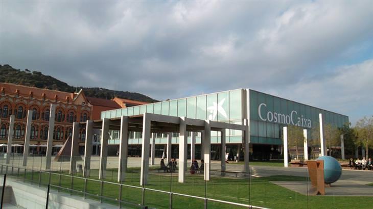 אטרקציות בברצלונה לכל המשפחה: חזית מוזאון המדע קוסמוקאיישה