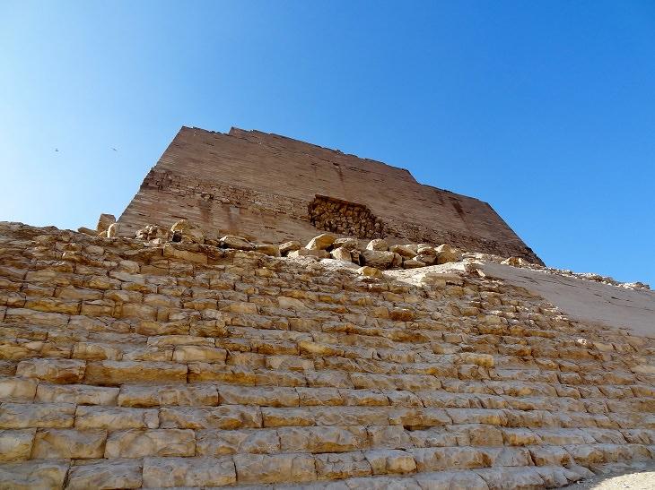 הפירמידות במצרים: הפירמידה במיידום