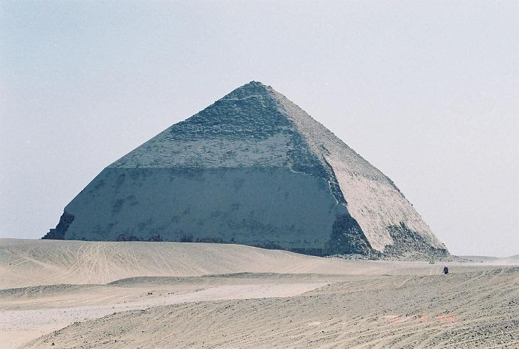 הפירמידות במצרים: הפירמידה הנוטה