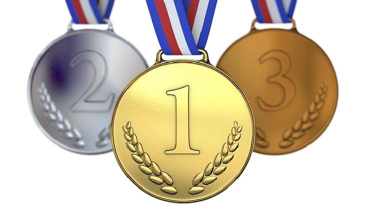 שיר משעשע על גיל הזהב: מדליות ארד, כסף וזהב