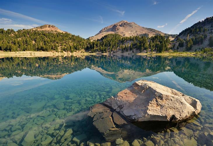 תמונות יפות של קליפורניה: אגם הלן, פארק לאומי וולקני לאסן