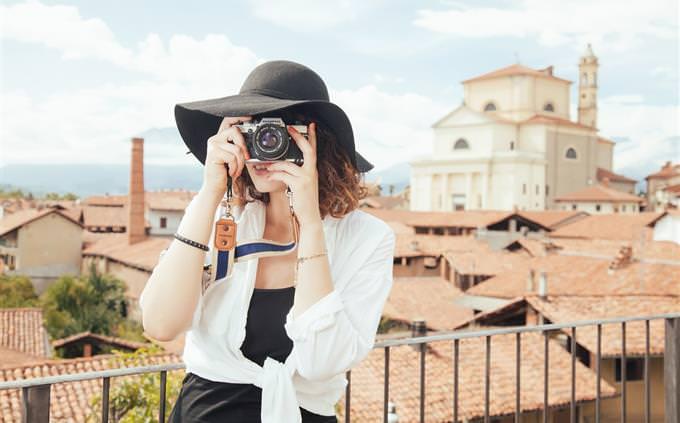 מבחן טריוויה: תיירת עם מצלמה