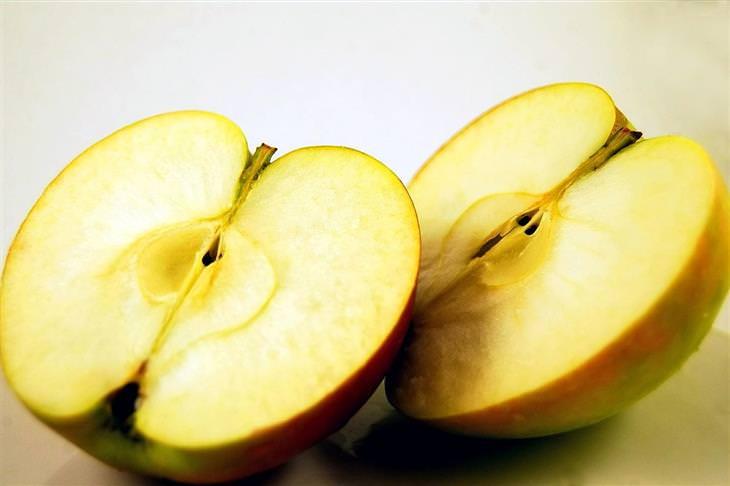 חידות: תפוח חצוי