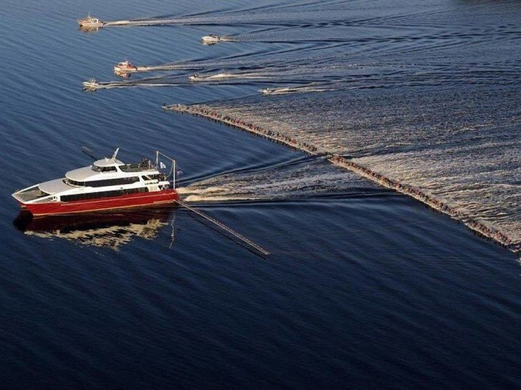 תמונות מדהימות ללא פוטושופ: 145 אופנועי ים נסחבים על ידי ספינה אחת