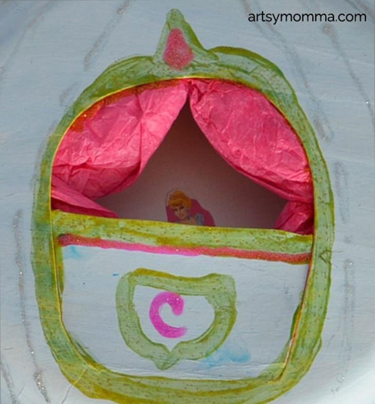 יצירת דמויות דיסני עם הילדים: צביעת חלון הכרכרה
