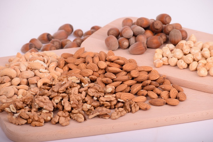 הדברים שתזונאים רוצים שתדעו על ירידה במשקל: תערובת אגוזים ושקדים