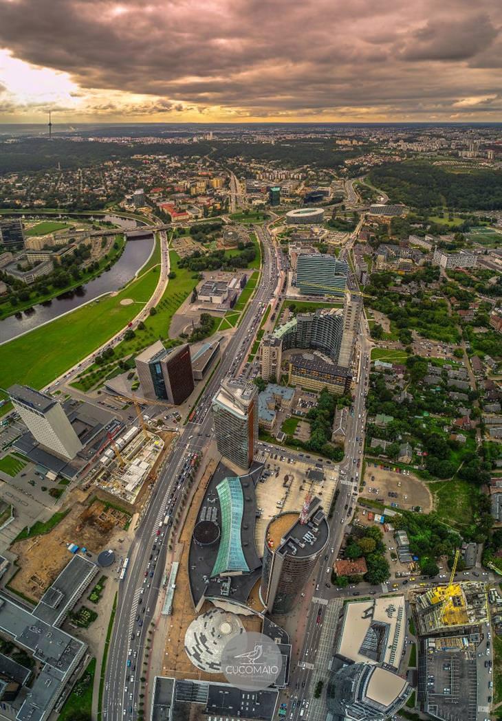 תמונות אוויריות מדהימות של ליטא: שדרת החוקה