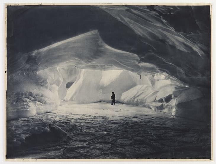 המסע ההיסטורי של משלחת אוסטרלאסיה לאנטארקטיקה: מערת קרח במפרץ קומונוולת'