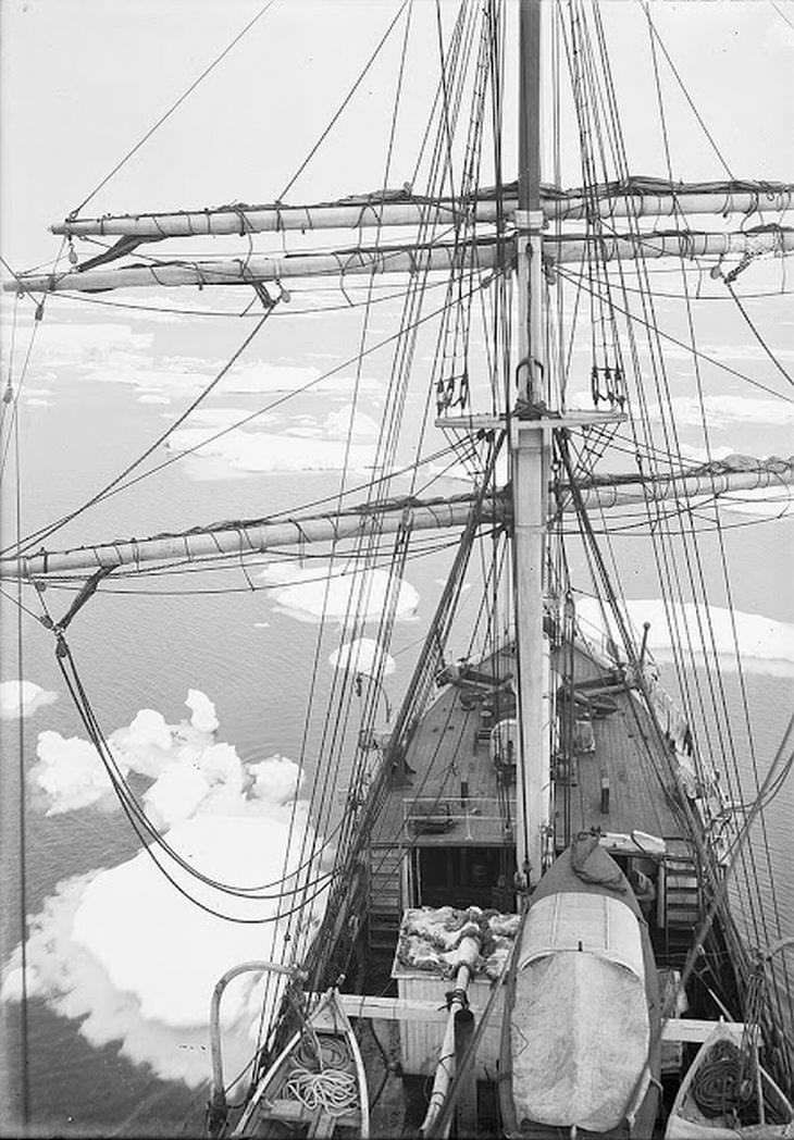 המסע ההיסטורי של משלחת אוסטרלאסיה לאנטארקטיקה: הספינה אורורה שטה דרך קרחונים