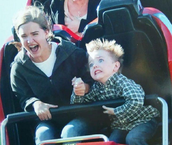 חוויות ראשונות: ילד מבועת על רכבת הרים