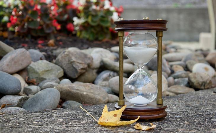 מועקות וחרדות בגיל המבוגר: שעון חול