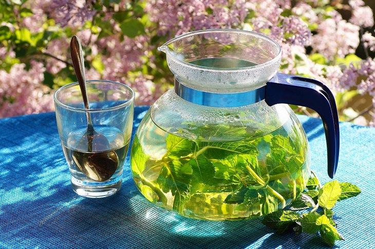 מאפיינים של זוגיות בריאה ומאושרת: קנקן תה