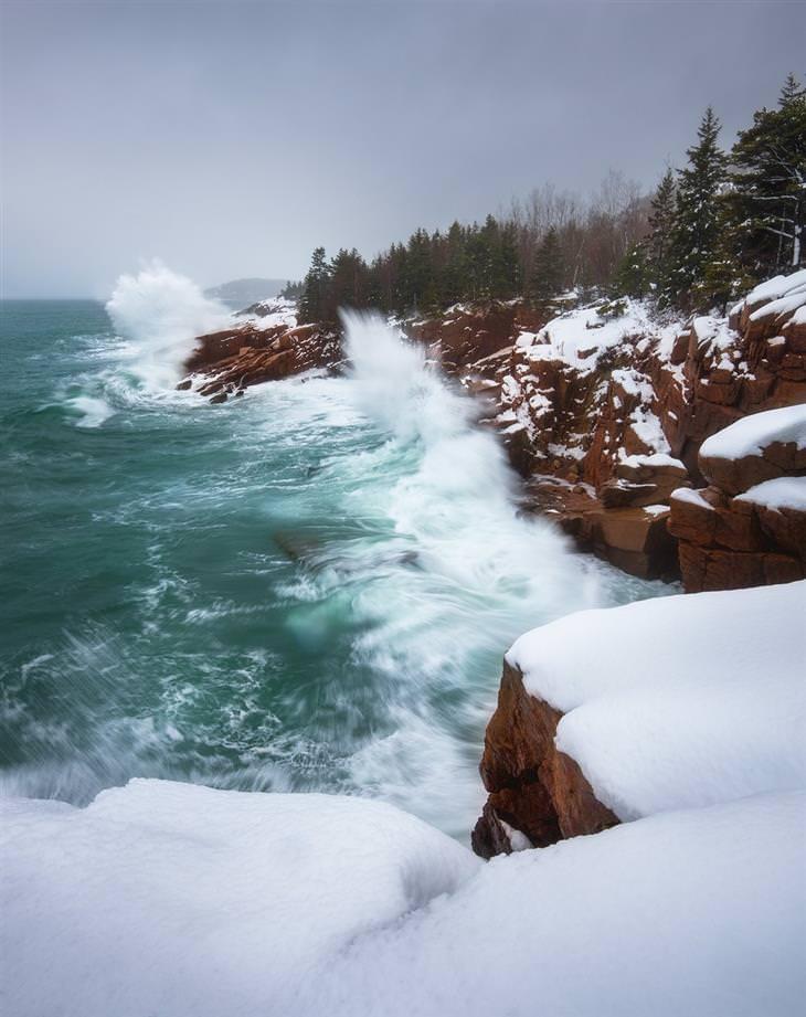 """תמונות טבע מדהימות: החופים המושלגים של הפארק הלאומי ארקדיה, במדינת מיין שבארה""""ב"""