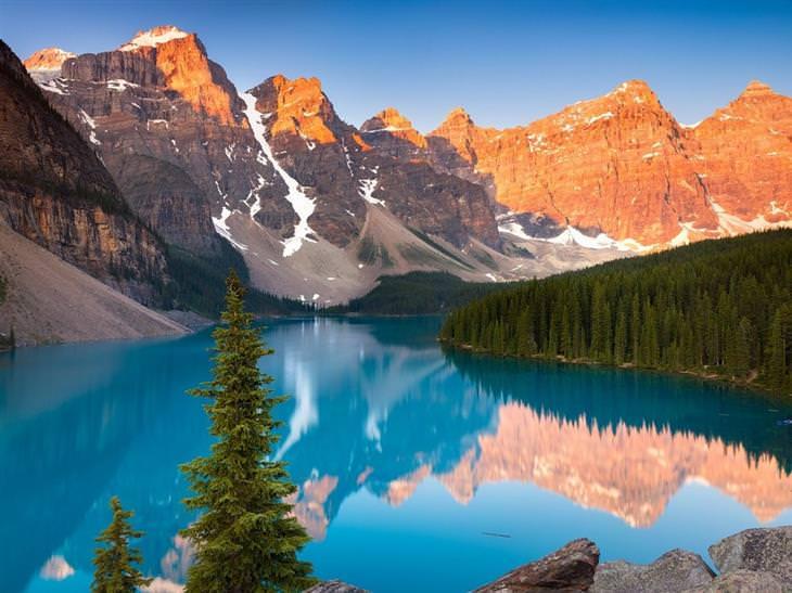 תמונות טבע מדהימות: אגם מוריין שבהרי הרוקי הקנדיים