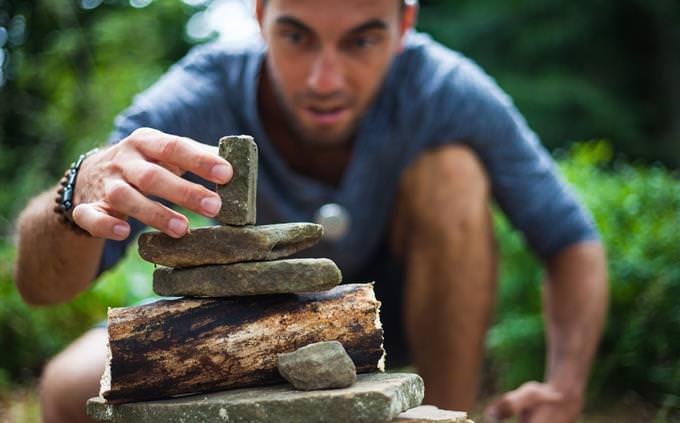 מבחן עברית: איש בונה מגדל מאבנים