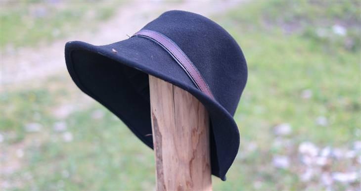 טיפים לכביסה: כובע על עמוד עץ