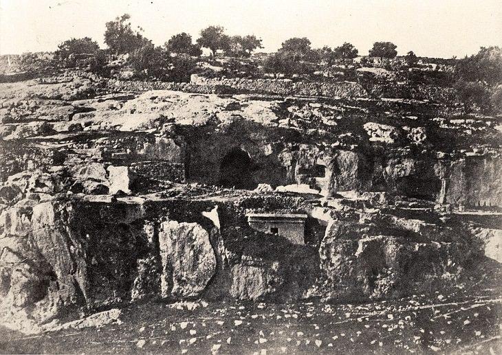 ירושלים: תמונה עתיקה של קבר בת פרעה בכפר השילוח