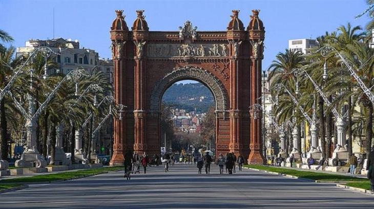 מסלול טיול שבועיים בספרד: שער הנצחון בברצלונה